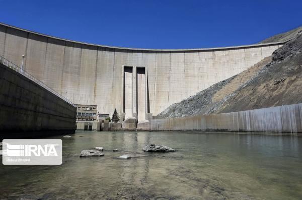 خبرنگاران ذخیره سد زاینده رود نسبت به متوسط بلند مدت 70 درصد کاهش دارد
